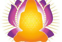 Yoga / Atma Kriya Yoga Wunderbar kraftvoll und doch, durch göttliche Gnade einfach und leicht zu üben...   Die Schönheit von Atma Kriya Yoga liegt in der Einfachheit. Jene die bisher noch nicht meditiert haben, können die Übungen leicht verstehen und gleichzeitig erhalten diejenigen mit Erfahrung in Meditation Methoden um sehr viel tiefer einzutauchen. Quelle: http://atmakriya.org/de/the-practice/