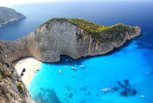 ナヴァイオビーチ / ギリシャにある、アニメ「紅の豚」の海岸のシーンのモデルにもなったといわれる断崖絶壁