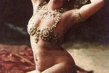Once Upon a Mata Hari... / The influence of the exotic on costumes of the early 1900s