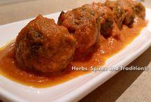 Spinach balls in tomato curry / Recipe of spinach balls in tomato curry.