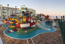 Hoteles con parque acuático. Hotels with waterpark / Hoteles con parque acuático. Diviértete en nuestros dos hoteles con toboganes de agua, en Mallorca y Estepona. Have fun in our hotels with waterslides. You will find them in Mallorca and Estepona
