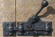smede døre låse mekanismer