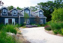 Vibrant Scenics: Garden Contemporary / Welcoming rustic retreat. Vibrant gardens.