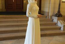 • | Bridesmaids :
