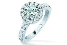 Le Guide du Diamant / Le diamant, magie éternelle. Il fascine l'homme depuis plus de 28 siècles. Les civilisations anciennes lui prêtent le pouvoir de rendre invincible. Elles en ornent le front des statues de leurs dieux. Les rois portent les diamants en guise de talisman. Les anciens le placent au premier rang des éléments de la terre. Au coeur de chaque femme, il demeure le symbole de l'amour pur et durable. A découvrir ici : http://ick.li/QxEDDK