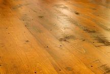 Suelos de madera y parquets / Te mostramos una selección de suelos de madera y parquets que te darán buenas ideas para interiores en todo tipo de espacios.