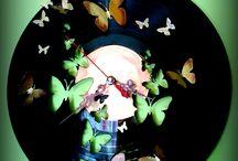 A bakelit új élete,  Bakelite clock / Ti hisztek a reinkarnációban? :) Én ha egyszer bakelit lemeznek születnék , biztos később óra szeretnék lenni.  Régi bakelitlemezek új élete óraként. Egyedi tervezés és kivitelezés:) Dobjuk fel kedvenc lemezed!