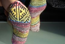 Socks that rock / Knitted socks with traditional designs using modern yarns that rock