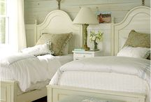 twin bedroom ideas / by Catherine Mccown
