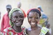 Donne. Angeli della vista / In Africa tre quarti delle persone colpite da cataratta sono donne. Bambine, mamme, sorelle, mogli, nonne che ogni giorno diventano cieche perchè non possono permettersi di curarsi. Donne che spesso vengono abbandonate solo perchè non ci vedono più. http://www.sightsavers.it/il_nostro_lavoro/le_persone_che_avete_aiutato/19509.html