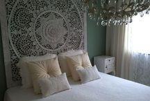SIMPLY PURE Houtsnijwerk / Houten wandpanelen in slaapkamer