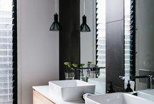 Baño de lavabos cuadrados