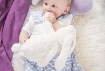 Design by Träumeland / Unsere Textilien im modernen, klassischen und zeitlosen Design sorgen für eine traumhafte Schlafumgebung für Ihr Kind. Entdecken Sie Kinderbettwäsche, Babyschlafsäcke, Mullwindeln, Stillkissen, Wickelauflagen und Spannbetttücher made by Träumeland!
