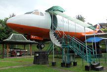 Anjungan Dirgantara / Wahana edukasi bagi pengunjung yang ingin mengetahui lebih dekat mengenai seluk beluk pesawat terbang terutama jenis FOKKER F28 di Obyek Wisata Taman Kyai Langgeng Kota Magelang.