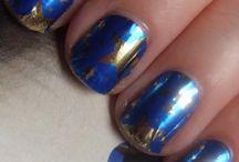 uñas en tono azul