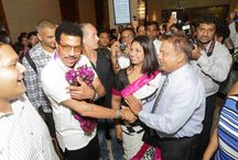Lionel Richie arrives at Cinnamon Lakeside Colombo / Musical legend, Lionel Richie experienced our acclaimed cinnamon hospitality when he arrived at Cinnamon Lakeside Colombo this evening. He received a warm welcome from General Manager - Dermot Gale and Marketing & Communications Manager - Anusha Malwatta.