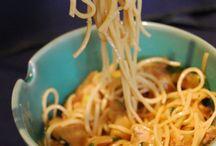 Nouilles chinoises et sauce cacahuètes