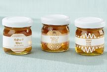 Honey Jar Wedding Favors - Personalized Labels / Clover honey favors with custom stickers