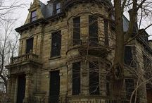 Haunted Houses / Places