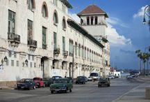 Avenida del Puerto / La Avenida del Puerto (en un primer momento llamada Avenida del Golfo) es una extensa vía construida en 1927 y situada en la bahía de la ciudad, al borde de su casco histórico. Se extiende desde el Castillo de la Punta hasta la calle Egido y en sus distintos tramos recibe varios nombres, como Desamparados, San Pedro o Céspedes. / by Paseos por La Habana