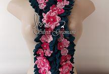 Cordão Marie Rose / Cordão de crochê com muitas flores em volta