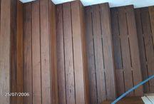 Escaleras de madera en terraza de Sant Vicenç de Montalt