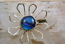 Clothing & Accessories / Womens clothing Mens clothing Bags Brooches Eye glass holders