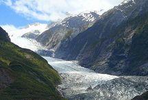 Ледник Франца-Иосифа / Ледник Франца-Иосифа-один из самых больших ледников Новой Зеландии. Он спускается большим, семимильным, ледяным языком, с южных альпийских вершин, прямо в тропическую зелень вечнозеленых лесов.