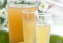 Drinks / Nemme opskrifter på drinks bl.a. de populære mojitos og daiquiries samt velkomstdrinks og snaps.