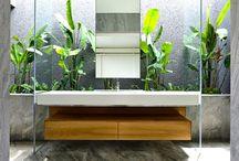 Salle de bain moderne / Découvrez de nombreuses idées pour créer, aménager ou décorer une salle de bain moderne.
