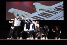R&C - GRUPO RAY SANTOS & CIA / O novo espetáculo do grupo Ray Santos e Cia, O Som do Coração, cria uma nova perspectiva entre a cultura Hip Hop e a erudita. São 10 bailarinos apresentando um espetáculo que integra movimentos de street dance com influências da dança contemporânea, ao som ao vivo com músicos de Orquestra , com beats produzidos pelo Dj Rodrigo Sly, e com composições do pianista Victor Fortes. Influências:  José Limon, Mariel Martin,  Ellen Kim, Keone Madri, Jackie Lautchang, Jillian Meyers  e  Katy Jablonski.