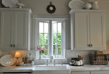 Beautiful Kitchens / by Terrance Doxie