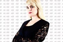 Chi sono ? / Ciao, mi chiamo Martina Karcakova. Sono slovacca e vivo in Italia da sedici anni. Mamma di una splendida ragazza di quattordici anni, nella mia vita ho assunto tanti ruoli: sono stata compagna, amante e ora aspiro a diventare moglie ;-)Mi piace leggere, correre, viaggiare, socializzare con gente nuova. In Slovacchia mi sono diplomata in Economia, poi sono diventata COACH PROFESSIONISTA, assecondando la mia sfrenata passione nei confronti della crescita personale. Così ho studiato con i migliori TRAINER presenti in Italia PROGRAMMAZIONE NEURO-LINGUISTICA (PNL), DINAMICHE A SPIRALE, NLP PRACTIONER. E ancora continuo a informarmi e formarmi. Ho letto centinaia di libri e manuali che trattano di distacchi, crescita personale, legge di attrazione, PNL; di differenze tra uomini e donne, seduzione, linguaggio verbale e del corpo, e di tanti altri aspetti della natura umana. La mia esperienza pluriennale nel settore mi ha dunque permesso di fare ciò che più mi sta al cuore: aiutare le donne a comprendere, a crescere, a stimolare i propri talenti e a rinnovarsi; a coltivare interessi nuovi, evolversi, riscoprirsi e rimettersi in gioco