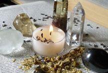 Травы.. свечи.. камни..