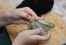 Workshops voor kinderen - beeldhouwen / Creatieve workshops beeldhouwen, schilderen en papierscheppen. Kinderfeestjes TIP