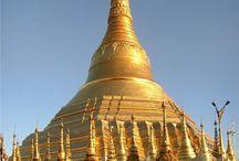 Myanmar / La seua extensió és de 678 500 km². El nombre d'habitants actuals són 61.750.000 persones. La seua capital és Naipyidó. Aquest país fita al nord amb Xina, al sud amb el mar de Andaman, a l'est amb Laos i Tailàndia, i a l'oest amb l'Índia, Bangla Desh i el golf de Bengala.