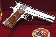 Amerikaanse Pistolen & Revolvers
