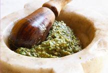 Fenomenologia del Pesto in Cucina, in Sardegna e dintorni... / L'arte di preparare i cibi con il mortaio