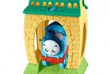 Tomek i Przyjaciele / Tomek i przyjaciele to animowany serial telewizyjny oparty na serii książeczek dla dzieci The Railway Series, napisanych przez Wilberta Awdry'ego. Bajki o jego przygodach zostały wydane w ponad 130 krajach na całym świecie, w tym również po polsku. Model lokomotywy Tomek jest zainspirowany prawdziwą lokomotywą LBSCR E2 0-6-0T.