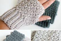 main pouce au crochet