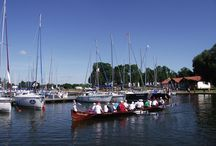 Perła Mazur, Wenecja Północy - Mikołajki / Mikołajki to raj dla wodniaków, żeglarzy i ludzi pragnących aktywnie wypoczywać na jeziorach wśród urokliwych krajobrazów.
