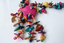 collane di guscio di cocco! / Collane colorate prodotte a mano con pezzi di guscio di noce di cocco...