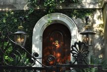 Charming Charleston / The homes and gardens of Charleston / by Stephanie Hentges
