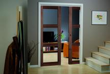 Døre til stuen / Til stuen kan det være fint med glasdøre som slipper lyset ind og gør at stuen virker større. Ved at montere glasdøre i dit hjem kan du tilføje en flot effekt til et rums udryk og stemning. Uanset om det er klassiske glasfyldinger eller et mere moderne design i Unique eller Stable, kan glasdøre lukkes uden at få et rum til og føles lukket.