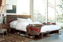 Bedroom : Platform bed