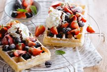 our waffles, naked and covered / what do you like? A crispy breakfast waffle or a delicious sugar-sweet waffle de liege?