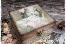 Vintage doboz - kislány babával