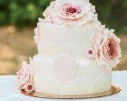 """Hochzeitstorten / Holt euch hier Inspirationen für leckere Hochzeitstorten. Egal ob """"naked"""" oder mit reich verzierter Glasur."""