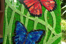 mariposas vidrio y azulejo
