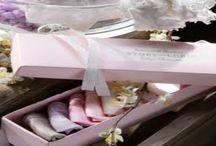 STORY LORIS / Un marchio tutto italiano Story Loris che vanta un esperienza di oltre 60 anni nella realizzazione di calze utilizzando utilizzando solo i migliori materiali naturali tra cui la seta, cashmere e lino per neonati, bambini e bambine. Ora ha lanciato anche una nuova linea calzature per neonati prodotte con pelli di ottima qualità prodotti.